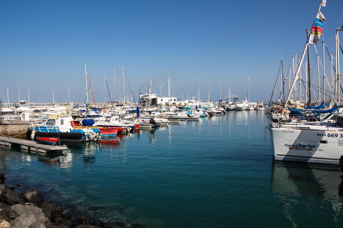 corralejo-hafen-schiffe