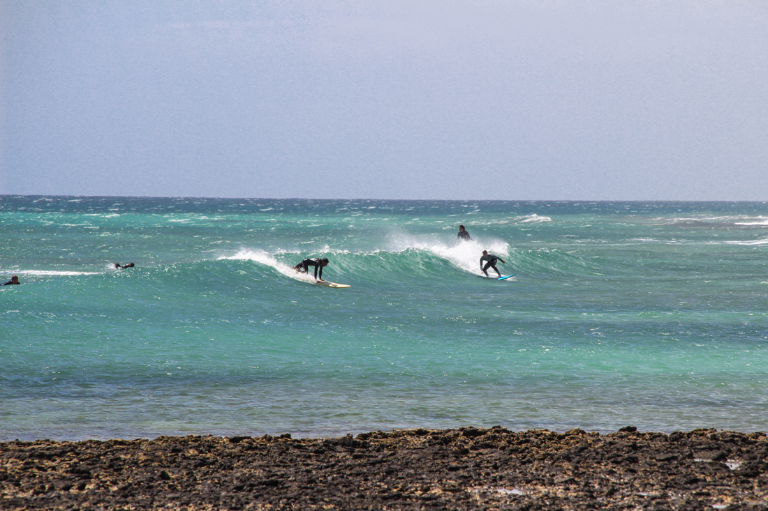 corralejo-surfer-welle