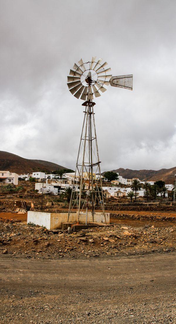 fuertventura-inland-windrad