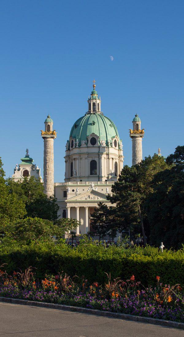 Karlskirche-Karlsplatz-Wien