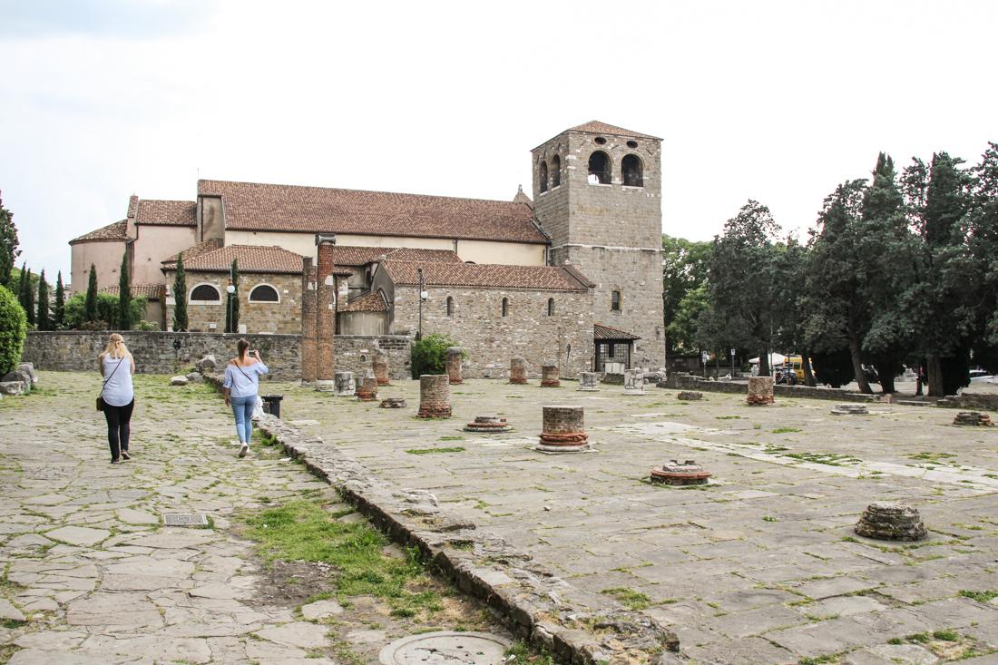 triest-burgplatz-kirche