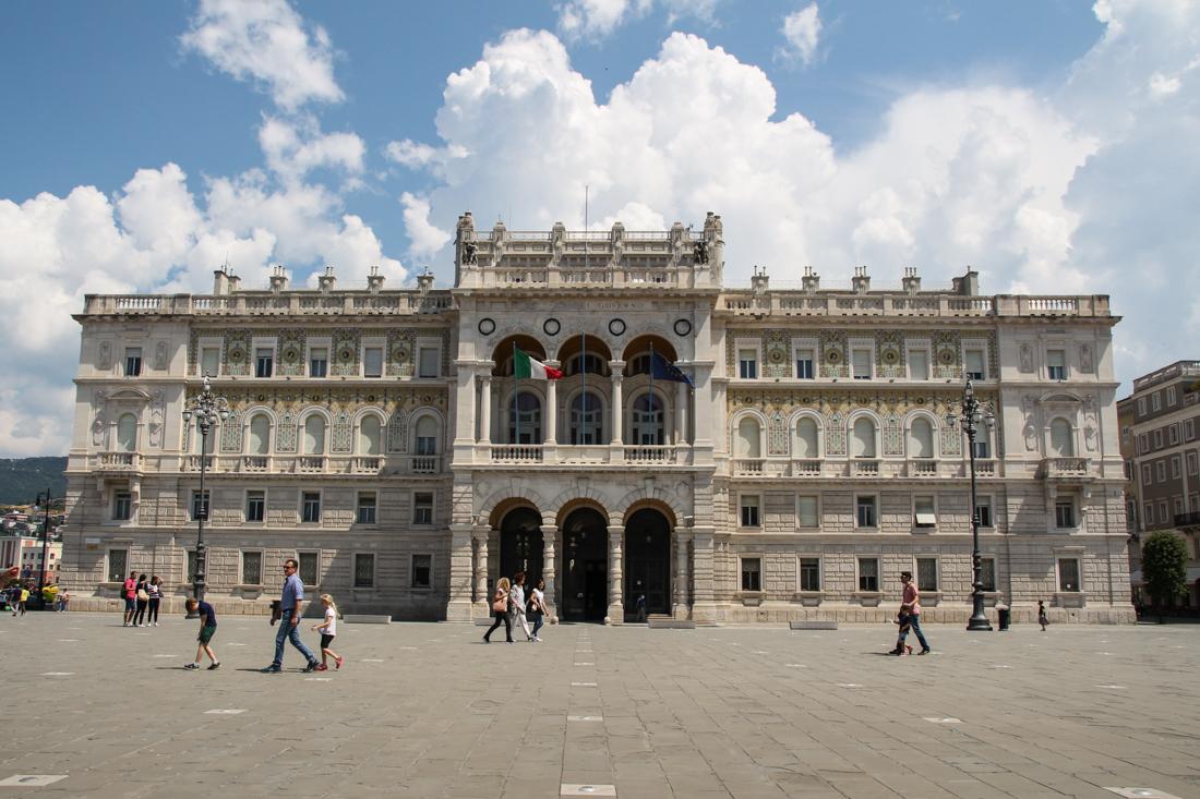 triest-piazza-palazzo